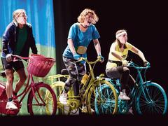Les Petites Reines: un spectacle tonique pour les jeunes dès 10 ans!
