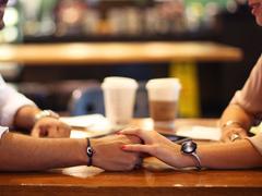 Valse hésitation : le dilemme d'une femme entre vie conjugale et affres de la passion