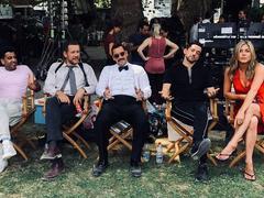 Quand Dany Boon prend la pose avec Jennifer Aniston et Adam Sandler