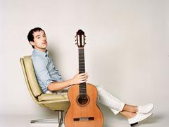 Thibault Cauvin, le musicien qui voyageait avec sa guitare