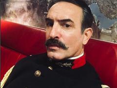 Jean Dujardin, fier de porter l'uniforme du colonel Picquart dans l'adaptation de l'Affaire Dreyfus