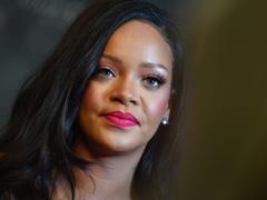 Rihanna poursuit en justice son père Ronald Fenty