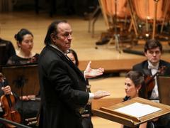 Charles Dutoit revient à la tête de l'Orchestre National de France sur fond de polémique