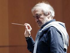 Le chef d'orchestre russe Valery Gergiev rendhommage à Gustav Malher