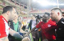 Samuel Eto'o promet à un supporteur d'Antalyaspor que l'équipe finira dans le top 10 du championnat turc à la fin de la saison.