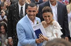 Carlos Tevez s'est marié à Buenos Aires jeudi dernier avant de festoyer à Carmelo, en Uruguay.