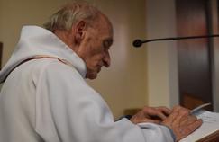 Deux ans après la mort du père Hamel, hommage aux prêtres qu'on assassine