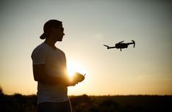 Ces jobs d'été insolites: pilote de drone pour mariages