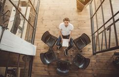 Que faire l'été au bureau ? Guide de survie pour salariés démunis