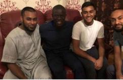 N'Golo Kanté a accepté l'invitation de parfaits inconnus samedi soir. Il a diné en leur compagnie, regardé la télévision et joué aux jeux vidéo.