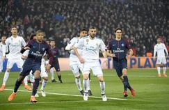 Le PSG de Kylian Mbappé (à gauche) et Edinson Cavani pourrait recroiser la route du Real Madrid de Karim Benzema (au centre). Deux équipes candidates au sacre en Ligue des champions.