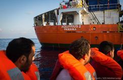 L'Aquarius, en quête d'un pavillon, fait «route vers Marseille»