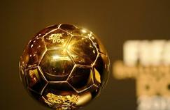 Après Stanley Matthews chez les hommes en 1956, une femme deviendra la première à brandir le trophée du Ballon d'Or.