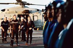 Emmanuel Macron sur le Charles-de-Gaulle : une nuit pour réaffirmer le cap