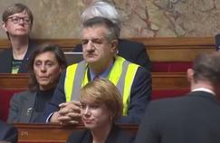 Vêtu d'un gilet jaune à l'Assemblée, Lassalle provoque une interruption de séance