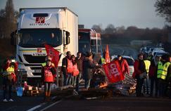 Les blocages se poursuivent malgré le discours d'Emmanuel Macron