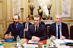 Bousculé par la crise, Macron opte pour une communication plus offensive