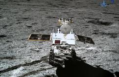Premières vidéos du rover chinois en mouvement sur la face cachée de la Lune