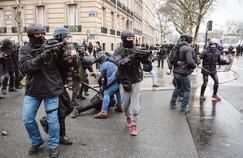 Flash-Ball:la police se résout mal à l'idée de filmer ses tirs