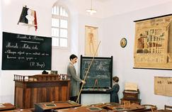 Des hussards noirs aux «stylos rouges», l'érosion du métier d'enseignant