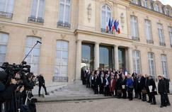 Macron rappelle élus locaux et syndicats à leurs responsabilités