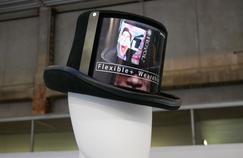 Chapeaux, T-shirts, placards... Royole, le chinois qui veut mettre des écrans flexibles partout