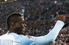 Mario Balotelli exécute un selfie quelques instants après son but face à Saint-Etienne.