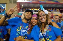 Neymar au carnaval de Rio en compagnie de sa mère et de la chanteuse Anita