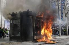 «Quoi de plus triste que la vision d'un kiosque à journaux livré aux flammes?»