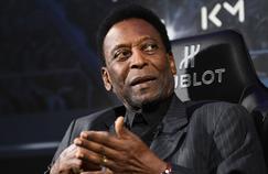 Pelé participait à une opération commerciale mardi soir dans un palace parisien en compagnie de Kylian Mbappé.