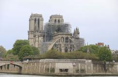 La cathédrale Notre-Dame dévastée lundi par un incendie.
