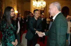 Mesut Özil, sa femme et Recep Tayyip Erdogan à Istanbul samedi soir.