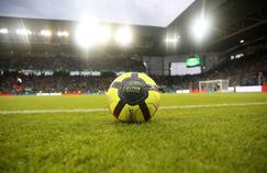 La pelouse du stade Geoffrey-Guichard