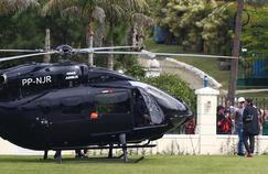 Neymar débarque au centre d'entraînement de l'équipe brésilienne avec son hélicoptère.