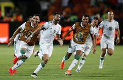 Les joueurs algériens célèbrent le coup-franc de Mahrez