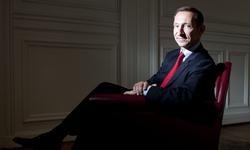 Nicolas Baverez, essayiste français, normalien et énarque, est docteur en histoire et agrégé de sciences sociales.