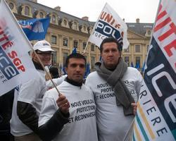 Sébastien et Mickaël insistent sur le caractère unitaire de la mobilisation. «J'ai un drapeau SGP, mais aujourd'hui, il n'y a plus de syndicats, juste une police unie.»