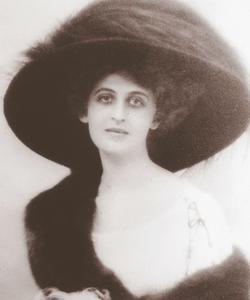 Noémie de Rothschild, épouse du baron Maurice, lancera la station de sports d'hiver dans les Années folles.