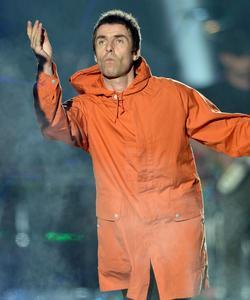 Liam Gallagher sur scène lors du concert One Love Manchester