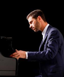 Le pianiste parisien Adam Laloum.