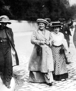 Rosa Luxemburg et son amie Clara Zetkin journaliste et féministe allemande en 1907.