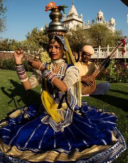Danseuse de la formation Teratali Bhajan Ramdeo.