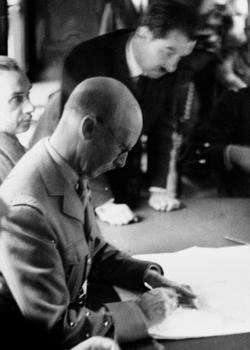 Le 22 juin 1940 le général Charles Huntziger signe l'armistice dans la clairière de Rethondes en forêt.