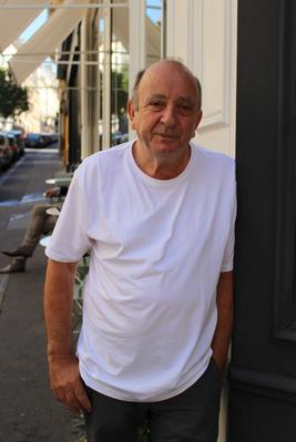 Takis, commerçant grec du 9e. Crédits Photo Jade Grandin de l'Eprevier