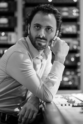 Wissam Joubran perpétue également la tradition familiale en tant que maître luthier. Il est diplômé de l'Institut Supérieur Antonio-Stradivari de Crémone en Italie.