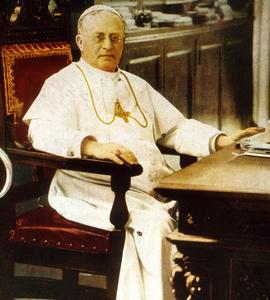 Le pape Pie XI (de son vrai nom Achille Ratti, pontificat en 1922-1939), ici à sa table de travail au Vatican.