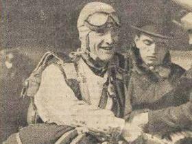 Un des derniers clichés du parachutiste français James Williams paru dans «Le Journal», 15 août 1938.