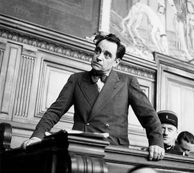 Marcel Petiot est lors de son procès en 1946 tantôt méprisant, violent, tantôt plaisant.