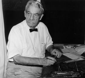 Le docteur Schweitzer à son bureau à Lambaréné en mars 1961.