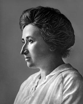 Rosa Luxembourg, une théoricienne marxiste, vers 1910. Elle sera assassinée 9 ans plus tard.